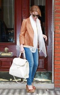 Kylie-Minogue-white-accessories