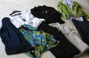 09-travel-packing-tips-clothes-05